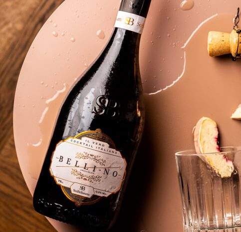 Bellino perzik cocktail op tafel